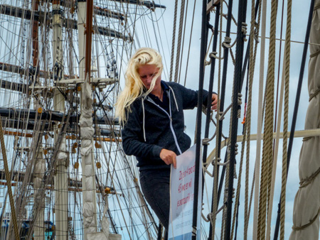 Rigging the sail at PreSailIJmond 2015